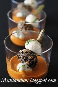 Questi bicchierini colorati sono degli sfiziosi finger food da servire come aperitivo. Basterà prepararli in anticipo, conservarli in fri...