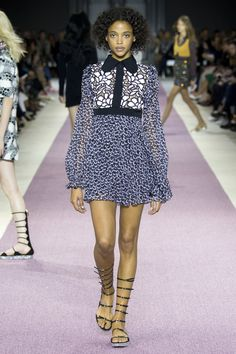 Giambattista Valli Spring 2016 Ready-to-Wear Fashion Show - Roos Abels (Ford)