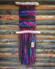 Made in Chile with natural wool and driftwood from Lago Puyehue. It takes me three weeks to do it and three weeks to arrive. Weaving Textiles, Weaving Art, Tapestry Weaving, Loom Weaving, Hand Weaving, Fiber Art Quilts, Textile Fiber Art, Weaving Wall Hanging, Tapestry Wall Hanging
