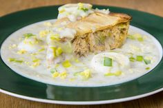 Salmon Pâté with Bechamel Sauce Eggs and Leek-For a savory salmon pie . Salmon Pie, Salmon Sauce, Seafood Recipes, Cooking Recipes, Sauce Béchamel, Confort Food, Pie Tops, Bechamel Sauce, Always Hungry