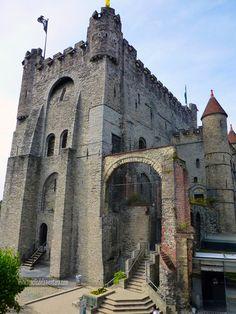 Entrada al interior del Castillo - El castillo de Gante