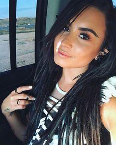 Demi Lovato No Promises music video selfie