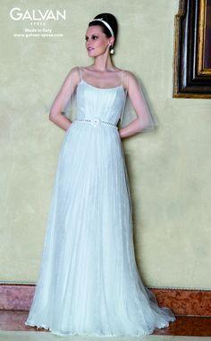 0c7403168f77 Abito da Sposa Mod. Adelaide chantilly plissè più tulle plissè più cintura  con perle e camelia