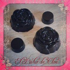 #jabones #antiolor en forma de #rosa  Para los que no conozcáis nuestro jabón estrella es un #jabon de #glicerina el cual quita el mal olor del: #ajo #pescado #marisco #cebolla y #aguarras  Recordaros que es un jabon  poco espumoso para poder quitar bien el #malolor de las #manos  #jabones #jabonesartesanales #jabonesdeglicerina #artesania #diy #jabonespararegalar #cosasbonitas #handmade #hanmadesoap #soap #glicerinsoap #glicerin #glicerinavegetal #elbuhodecloe