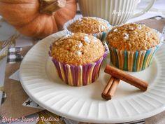 I muffin con zucca e cannella sono piccoli dolci profumati e golosi adatti per ogni momento della giornata. Un procedimento molto facile e veloce.