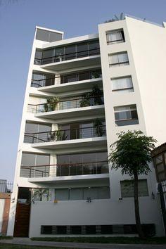 Fotos de fachadas de edificios de 4 y 5 pisos para for Arquitectura minimalista edificios
