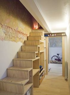 due camere e un bagno, milano, 2013 Loft Staircase, Staircase Storage, Tiny House Stairs, Tiny House Cabin, Stair Shelves, Stair Decor, A Frame House, Attic Remodel, Attic Spaces