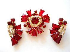 Juliana Book Piece Ruby Red Keystone Brooch and Earring Set Demi Parure DeLizza & Elster Vintage