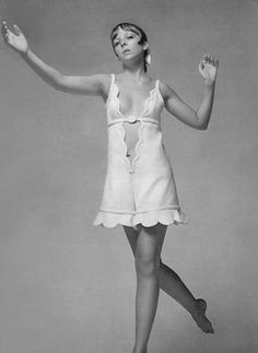 Penelope Tree photographed by Richard Avedon Fashion Models, Vogue Fashion, 1969 Fashion, Monochrome Fashion, White Fashion, Richard Avedon Photography, Jean Shrimpton, 1960s Dresses, Lauren Hutton