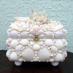 Seashell Box White Coral by SandisShellscapes on Etsy Seashell Art, Seashell Crafts, Beach Crafts, Diy And Crafts, Arts And Crafts, Seashell Projects, Coastal Decor, Trinket Boxes, Sea Shells