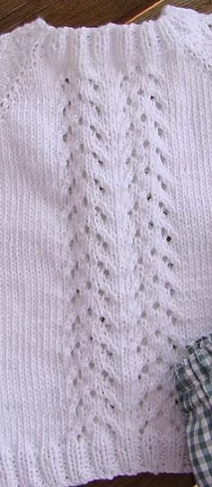 JERSEY DE BEBE GUILLE | Puntomoderno.com Baby Boy Knitting, Free Baby Knitting Patterns, Dresses For Babies, Baby Cardigan