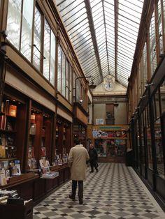 Le PASSAGE JOUFFROY est un passage couvert du sud du 9e arrondissement de Paris, à la limite avec le 2e arrondissement. Il débute au sud entre les 10 et 12 boulevard Montmartre et se termine au nord au 9 rue de la Grange-Batelière , FRANCE , Date de création : 1845,.......SOURCE LOUISEGOINGOUT.FR...........