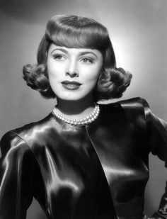 Here is an ultimate collection of Filmstars of Hollywood Black and White Era. The list is very rare with Best Hollywood Filmstars Images. Old Hollywood Glamour, Golden Age Of Hollywood, Vintage Hollywood, Classic Hollywood, 50s Vintage, Vintage Glamour, Vintage Photos, Vintage Style, Vintage Fashion