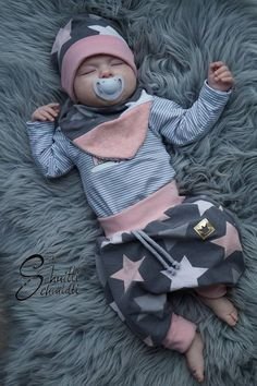 Sewing instructions for a baby pants: Our Freebook Babypump Rockers - Schnittmuster Baby- und Kinderkleidung - hakeln Baby Sewing Projects, Sewing For Kids, Baby Set, Baby Outfits, Vêtements Goth Pastel, Vêtement Harris Tweed, Diy Bebe, Bebe Rexha, Rocker