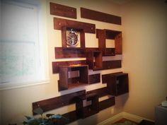 Petit projet pour mon bureau à la maison mur de bois et cubes de bois :)