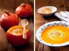 Just hokkaido pumpkin, vegetable stock, an apple and maybe a litte bit of thyme or a blob of sour cream. / Einfach nur Hokkaidokürbis, Gemüsebrühe, ein Apfel, Salz, Pfeffer und vielleicht etwas Thymian oder ein Klecks Schmand.