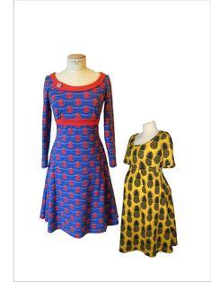 """Swing, das Jerseykleid mit Vintagefeeling!  Mit dem schwingenden Rock und dem figurnahen Oberteil bietet das leicht und schnell zu nähende Kleid Chic und Bequemlichkeit zugleich. Die Empirenaht macht es zu einem echten Figurschmeichler. Wähle zwischen einem schmückenden, asymmetrischen Kragen und einem unkomplizierten Bündchen am Halsausschnitt, langen und kurzen Ärmeln und stelle Dir so immer wieder neue Lieblingskleider zusammen.  Für (werdende) Mamas kann """"Swing"""" als Umstandsklei..."""