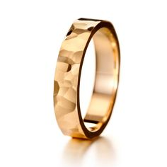 Koristeellisen tyylikkäät Ukko-sormukset sopivat niin morsiamelle kuin sulhaselle. Ukko-unisexsormuksia on saatavilla sekä valko- että keltakultaisena. Sormukset on suunnitellut Eelis Aleksi. Suositushinta noin 899–1099 €.