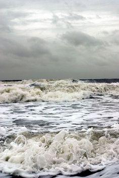 Gray sky..gray seas. Powerful....
