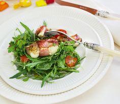 Die Zubereitung dieses Salates ist keine Hexerei. Aber die verschiedenen Kräuter zaubern Ihnen sicher ein Lächeln aufs Gesicht. Food Porn, Mozzarella, Vegetables, Healthy, Salads, Fresh, Chef Recipes, Health, Food Food