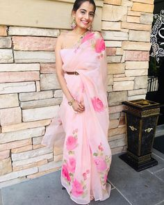 Love this baby pink floral Picchika organza saree. #organzasaree #designersaree #designersarees #designersareesusa #designersareeskolkata #designersareesdelhi #designersareemumbai #designersareeshyderabad #designersareedelhi #designersareesmumbai #designersareeblouse #designersareesonline #designersareeblouses #designersareeideas #designersareeshyderabab #designersareesbanglore #designersareechennai #designersareesnewyork #designersareebangalore #designersareeallovertheworld… Simple Sarees, Trendy Sarees, Stylish Sarees, Fancy Sarees, Party Wear Sarees, Wedding Dress, Indian Wedding Outfits, Indian Outfits, Indian Clothes