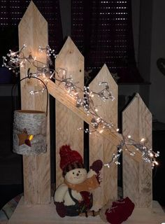 wooden christmas crafts creative wooden christmas decor ideas and inspirations 12 Wooden Christmas Crafts, Outdoor Christmas, Rustic Christmas, Simple Christmas, Christmas Art, Christmas Projects, Christmas Lights, Holiday Crafts, Christmas Holidays
