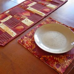 Tutorial on how to sew a table runner and matching placemats - simple sewing