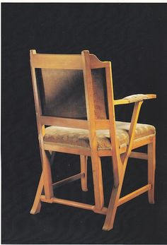 Architect Hendrik Pieter Berlage (1856-1934) experimented with a geometrical system based on the ancient Egyptian right triangle. This chair testifies to that and is had 'Egyptian Chair' as a nickname.