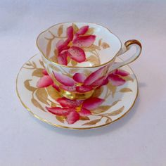 Royal Chelsea Bone China Pink Lily Tea Cup and Saucer Circa from maggiebelles on Ruby Lane Coffee Cups And Saucers, Tea Cup Saucer, English Tea Cups, Turkish Coffee Cups, Antique Tea Cups, Tea For One, Rose Tea, Tea Art, Vintage Tea