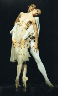 Sylvie Guillem and Jonathan Cope in Romeo and Juliet (MacMillan).  Royal Ballet, London.  Detail of photograph taken by Gilles Tapie.