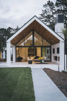 Dave Blanchard House Photos : Photo from Dave Blanchard House Photos collection by Duncan Innes Photography Modern Barn House, Modern House Design, Duplex Design, Barn House Plans, Modern Cottage, Casas Containers, Modern Farmhouse Exterior, Modern Farmhouse Style, Dream House Exterior