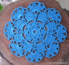 Rapidinha e com 1001 utilidades. A receita recomenda linha Anne, eu usei dois fios de Cléa. Crochet Round, Love Crochet, Irish Crochet, Crochet Flowers, Crochet Coaster Pattern, Crochet Mandala Pattern, Crochet Patterns, Crochet Dollies, Crochet Gifts
