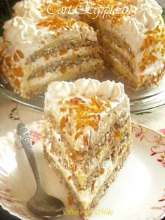 Tortul Egiptean un desert fabulos, pralinat, compus din 3 foi si 2 traturi cremoase diferite. Low Carb Desserts, Cookie Desserts, Cookie Recipes, French Pastries, Let Them Eat Cake, Cake Cookies, Baked Goods, Chocolate Cake, Deserts