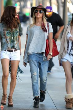 Shopping at the 3rd Street Promenade in Santa Monica March 3,2012