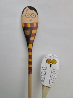 Handpainted Wooden Spoon Puppets (Inspired by Harry Potter-- Harry & Hedwig) Harry Potter Puppets, Potter Puppet Pals, Harry Potter Gifts, Wooden Spoon Crafts, Wooden Spoons, Painted Spoons, Hand Painted, World Book Day Ideas, Spoon Art