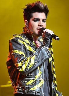Adam seems to be channeling the Queen Bee's royal performer here. [Photo: Getty Images]