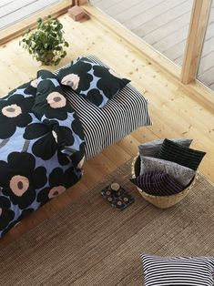 Doesn't this bed look inviting? Sunday mornings are so much better in Marimekko patterns!