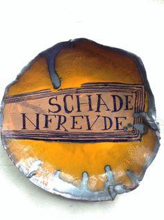 SCHADENFREUDE Orange Plates, Ceramic Techniques, Plate Display, Ceramic Studio, Ceramic Artists, Decorative Objects, Mosaic Glass, Ceramic Pottery, Art Pieces