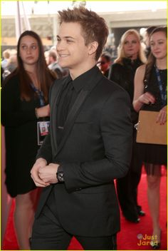 Hunter Hayes: Grammys Photo Hunter Hayes hits the red carpet for the 2013 Grammy Awards on Sunday (February at the Staples Center in Los Angeles. The Grammy nominee also… Country Boys, Country Music, Grammys 2013, Best Country Singers, The Band Perry, Just Jared Jr, Mackenzie Ziegler, Hunter Hayes, George Strait