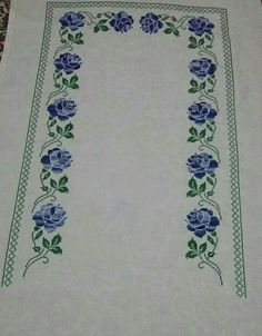 This post was discovered by Be Prayer Rug, Christmas Cross, Womens Fashion For Work, Table Runners, Embroidery Stitches, Cross Stitch Patterns, Needlework, Diy And Crafts, Quilts