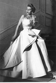 #Dior 1949, just like when #galiano was in the house! #vintage…ღ…reépinglé par Maurie Daboux….ღ.