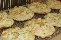Recette : Pizza aux crevettes et pétoncles. Pizza Buns, Pizza Sandwich, Pizza Pizza, Pizza Recipes, Fish Recipes, Cooking Recipes, Seafood Pizza, Fish And Seafood, Cream Cheese Desserts