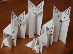 Origami wolf family by on DeviantArt – Typical Miracle Projects For Kids, Diy For Kids, Art Projects, Crafts For Kids, Arktischer Wolf, Wolf Moon, Cub Scouts Wolf, Wolf Craft, Wolf Kids