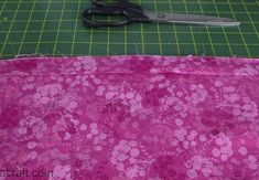 How to Bind a Quilt Using Your Sewing Machine - Alanda Craft Machine Binding A Quilt, Quilt Binding Tutorial, Machine Quilting, Diy Quilting For Beginners, Sewing Projects For Beginners, Quilting Room, Quilting Tips, Quilting Projects, Baby Quilt Tutorials