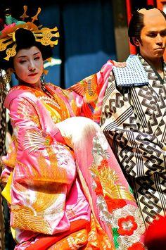 Kimono Oiran   Oiran Procession -- gorgeous kimono and obi