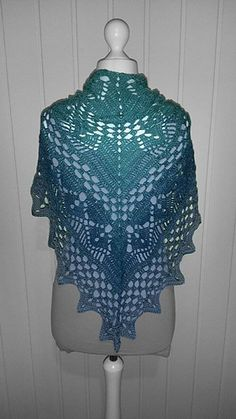 Calypso - free crochet triangular V shaped shawl pattern in English and German with charts by Jasmin Örnos.