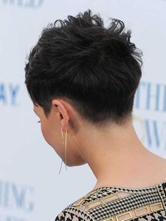 20 Great Ginnifer Goodwin Pixie Hairstyles   http://www.short-haircut.com/20-great-ginnifer-goodwin-pixie-hairstyles.html