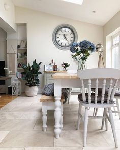 ideas for farmhouse table grey dining rooms Furniture, Home, Farmhouse Dining Room, Living Room Interior, House Interior, Dining Room Decor, Home Kitchens, Shabby Chic Kitchen, Grey Dining Room