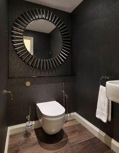 salle-bains-moderne-miroir-cadre-original-noir-cuvette-suspendue-revêtement-sol-aspect-bois photos de salle de bains