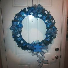 I'm totally going to make one of these! Autism Awareness Crafts, Autism Crafts, Wreath Crafts, Ornament Wreath, Diy And Crafts, Crafts For Kids, Autism Speaks, Puzzle Pieces, Door Wreaths
